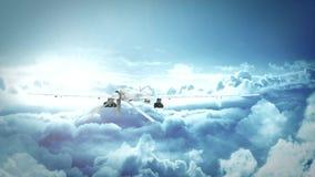 飞行在云彩的军事食肉动物的寄生虫 影视素材