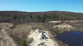 飞行在亚马尔半岛的寒带草原的春天和在西伯利亚的北部的Nenets choom 股票视频