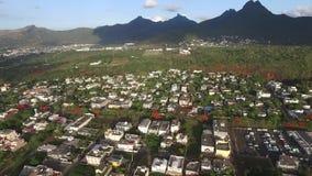 飞行在佳丽Etoile镇的寄生虫在毛里求斯,接近路易港 地方建筑学,风景,都市风景 影视素材