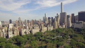 飞行在公担公园上在纽约 惊人的空中图片 (80 m) 股票视频