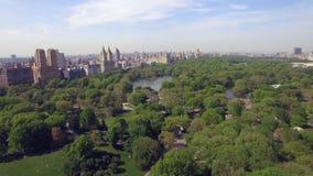 飞行在公担公园上在纽约 惊人的空中图片 (80 m) 影视素材
