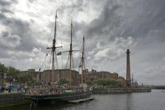飞行在利物浦利物浦海盗节日的海盗旗 免版税图库摄影