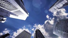 飞行在城市,抽象背景的飞机 股票录像