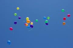飞行在天空的多彩多姿的气球 库存图片
