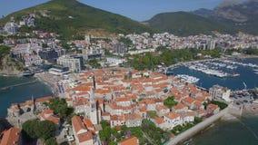 飞行在布德瓦黑山老镇和中世纪大教堂 影视素材