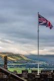 飞行在斯特灵风景的英国国旗 库存照片