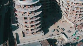 飞行在未完成的大厦上 影视素材