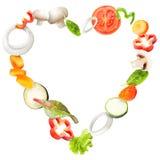 飞行在板材的新鲜蔬菜的心脏 库存图片