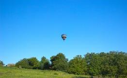 飞行在欢乐党的五颜六色的气球 库存图片