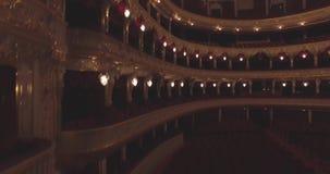 飞行在歌剧院里面 打开照明 股票视频