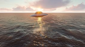 飞行在海洋的飞碟 库存照片