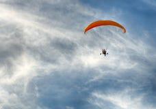 飞行在海滩 免版税图库摄影
