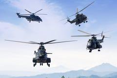 飞行在蓝天的四架军用直升机 库存照片