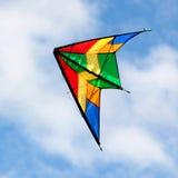 飞行在蓝天的好的风筝 免版税库存照片
