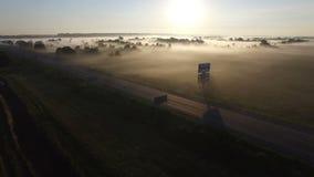 飞行在路雾薄雾农村乡下 股票录像