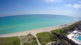 飞行在迈阿密海滩4k 股票录像
