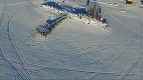 飞行在冻海在冬天 码头 股票录像