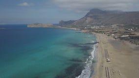 飞行在Falasarna海滩上,克利特海岛,希腊 空中寄生虫英尺长度 股票视频