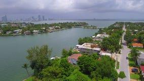 飞行在lucury家在迈阿密 股票视频