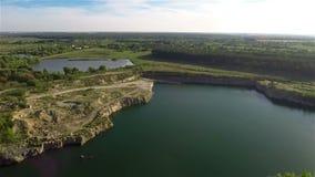 飞行在Quarry湖 股票视频