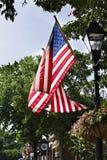 飞行在Warrenton弗吉尼亚的美国国旗在福基尔县 免版税库存照片
