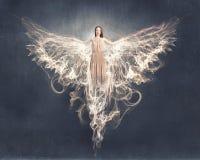 飞行天使的女孩高 图库摄影