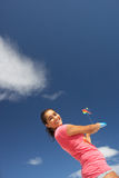 飞行少年女孩的风筝 库存图片