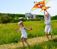 飞行开玩笑室外的风筝 免版税图库摄影