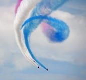 飞行形成红色的箭头 库存照片