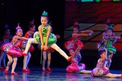 飞行曲调和和谐北京舞蹈学院分级的测试卓著的儿童` s跳舞教的成就陈列江西 免版税库存图片