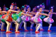 飞行曲调和和谐北京舞蹈学院分级的测试卓著的儿童` s跳舞教的成就陈列江西 免版税图库摄影