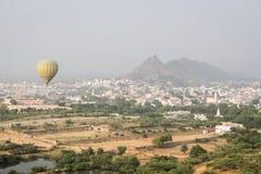 飞行气球旅行 免版税库存图片