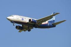 飞行波音737-5Y0 (VP-BQI)公司Nordavia 免版税库存照片