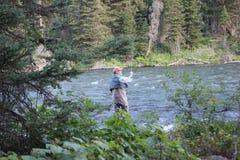 飞行渔夫在森林里 免版税库存照片