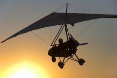 飞行滑翔机吊 免版税库存图片