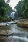 飞行瀑布在竹海域竹森林里  免版税图库摄影