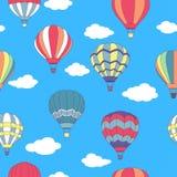 飞行热空气气球的无缝的样式 库存照片