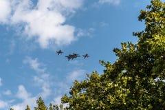 飞行用西班牙语国庆节游行的四喷气式歼击机 免版税库存图片