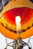 飞行的准备好的热空气气球 库存图片