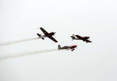 飞行的显示和特技展示在Malopolski Piknik Lotniczy 免版税库存图片