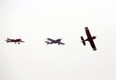 飞行的显示和特技展示在Malopolski Piknik Lotniczy 免版税库存照片