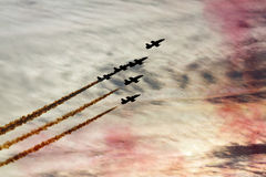 飞行的显示和Al Fursan阿拉伯联合酋长国的特技展示显示t 图库摄影