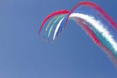 飞行的显示和Al Fursan阿拉伯联合酋长国的特技展示 库存图片