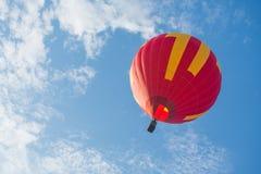 飞行的炽热气球 库存图片
