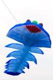 飞行的蓝色风筝 免版税图库摄影