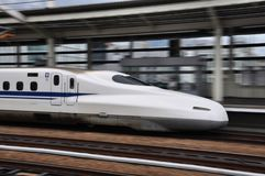飞行的高速火车在日本 免版税库存照片