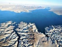 飞行的鸟瞰图向大峡谷 免版税库存照片