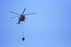 飞行直升机水 免版税图库摄影