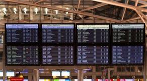 飞行计划显示在机场 免版税库存图片