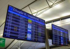飞行记分牌离开和到来 免版税库存照片
